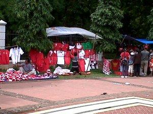 Smials_Pedagang_Atribut_Team_Indonesia